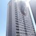 Bombeiros combatem incêndio em prédio em Londres