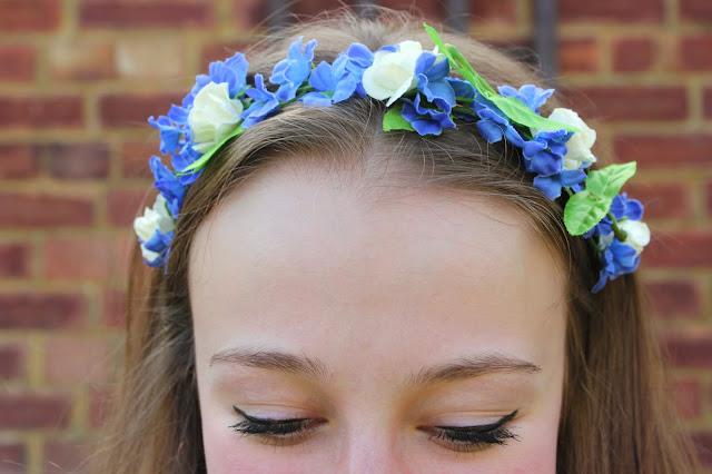 blogger-accessories-inspiration-fashion-headdress-flower-garland-poppydaisy
