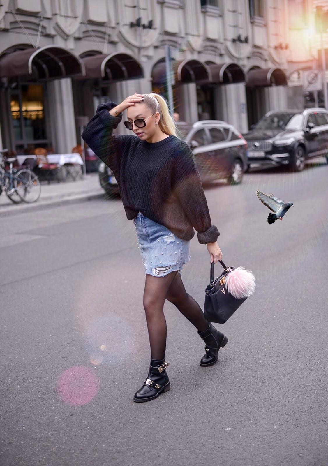 denim skirt for fall_denim skirt looks_denim skirt outfits_fall streetstyle inspiration_black chunky knit sweater