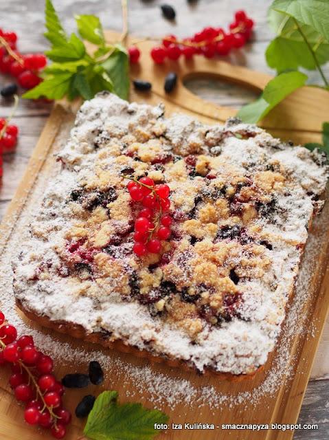 ciasto ucierane z owocami, placek jogurtowy, owoce letnie, ciasto na niedziele, ciasta domowe, deser, porzeczki czerwone