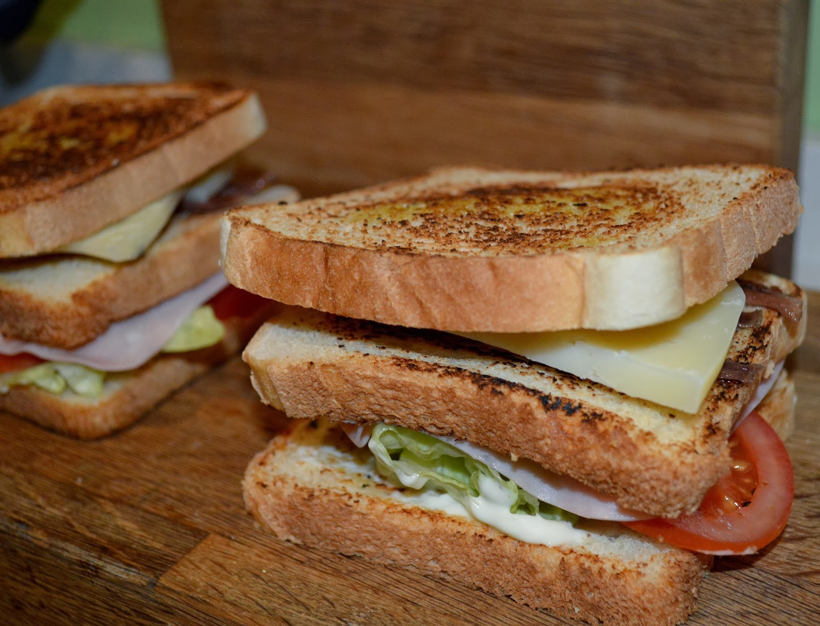 Sandwiches con sabor a anchoa y queso
