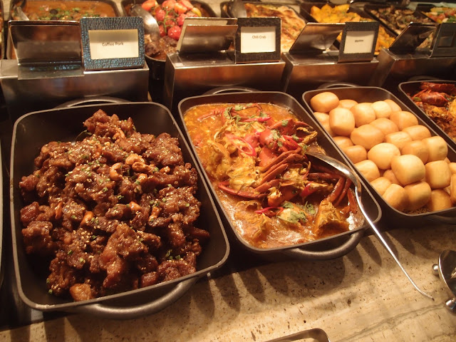 chilli crab and other local dishes