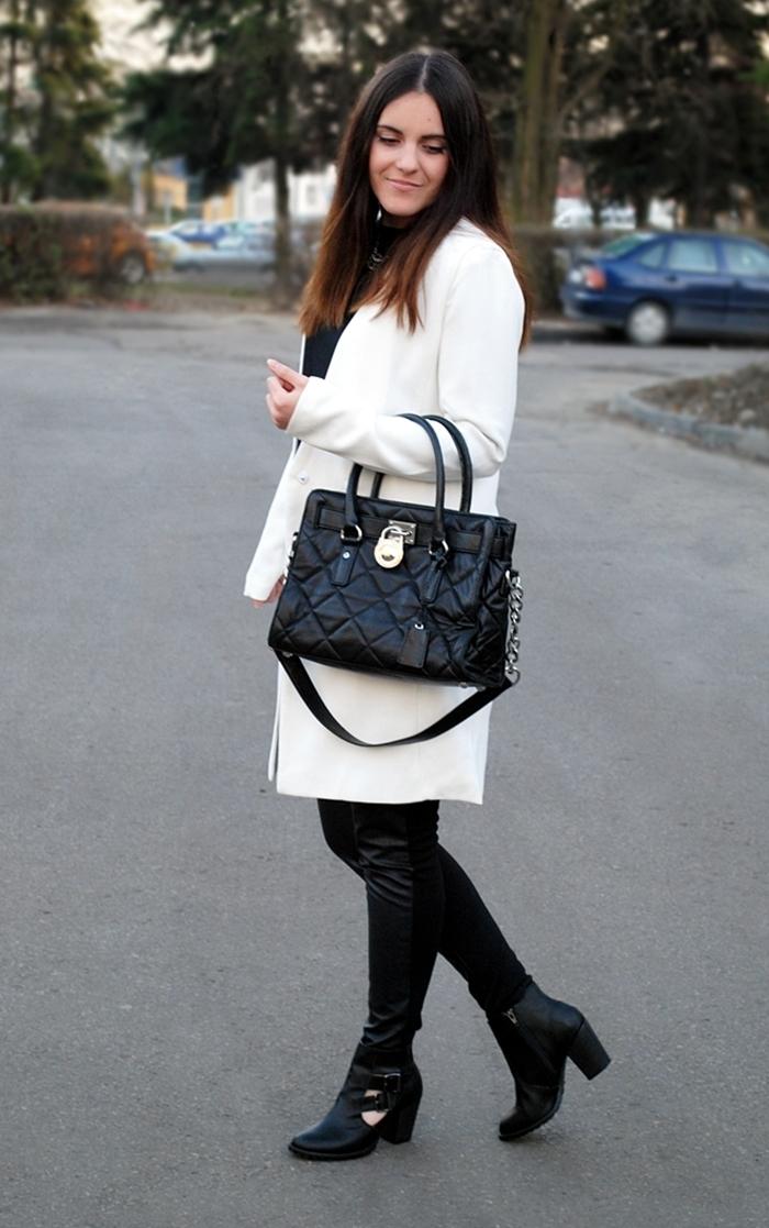 biały jesienny płaszcz