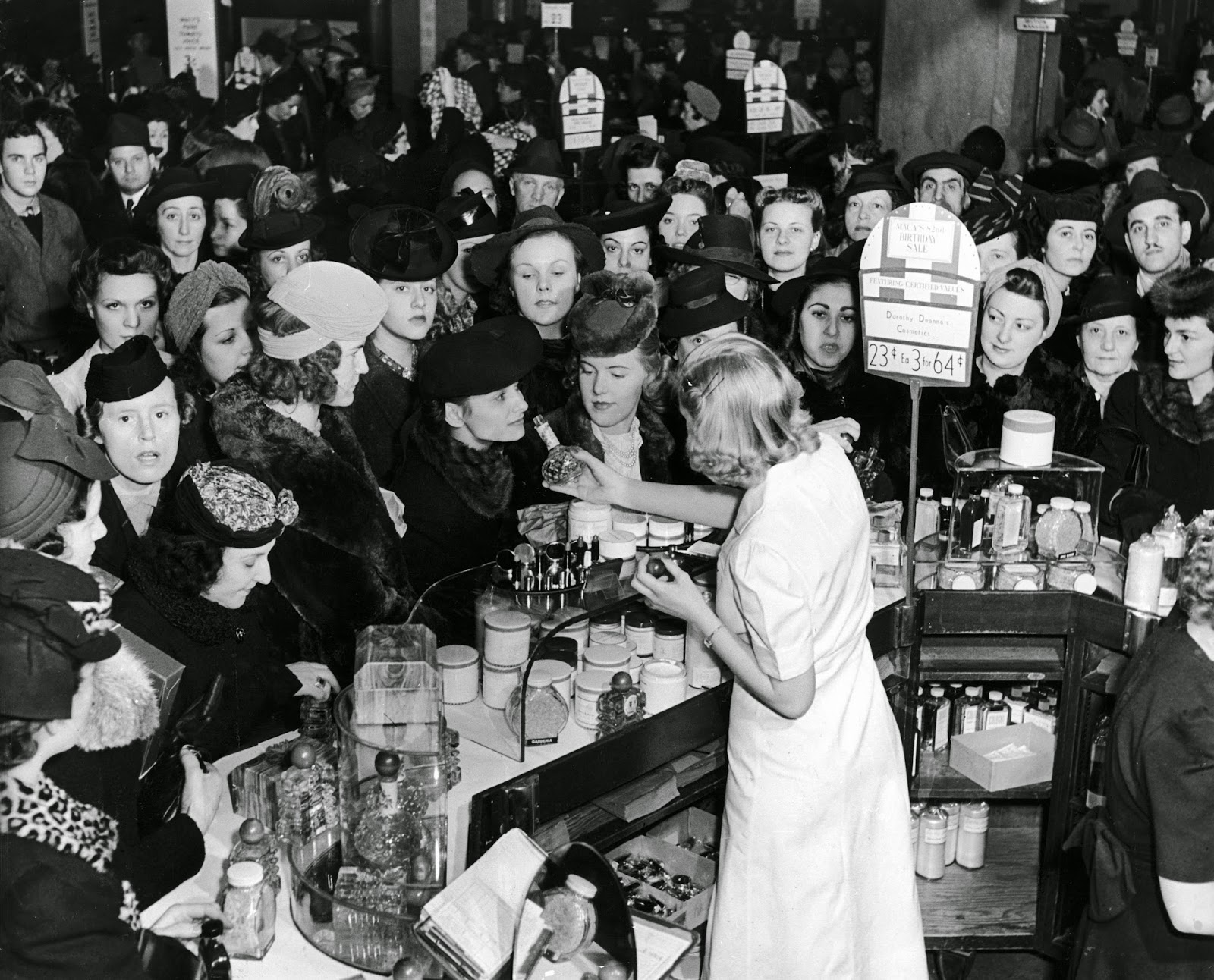 How Does A Buy Here Pay Here Work >> A Day in the Life of a Working Girl in 1940 ~ vintage everyday