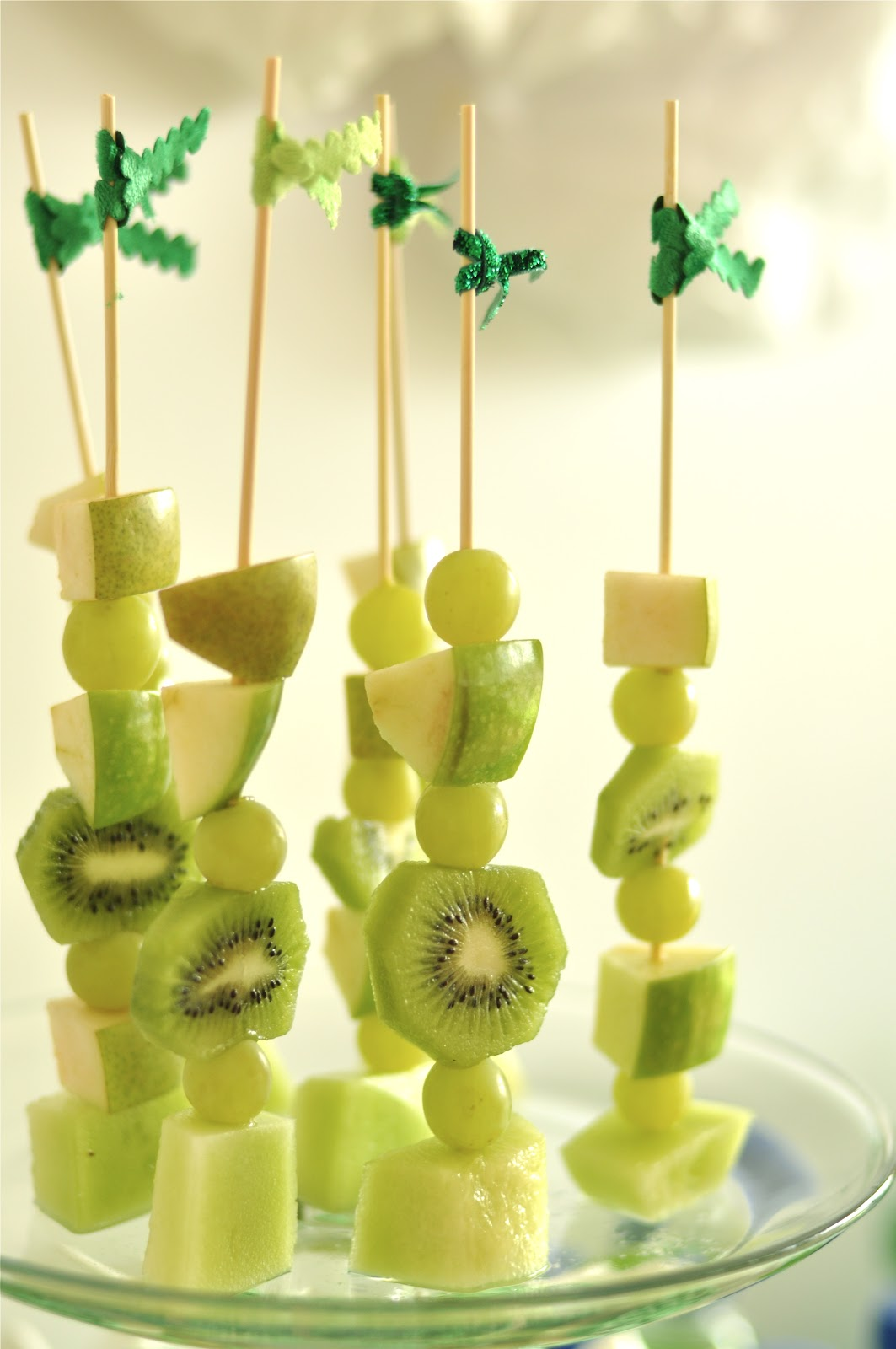 St Patrick's Day Rainbow Inspired Party Food & Drinks - via BirdsParty.com