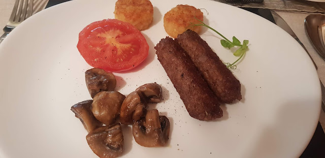 Vegetarian Breakfast at Sunnybank Guesthouse: cooked tomato, mushrooms, potato rostis and vegetarian sausages