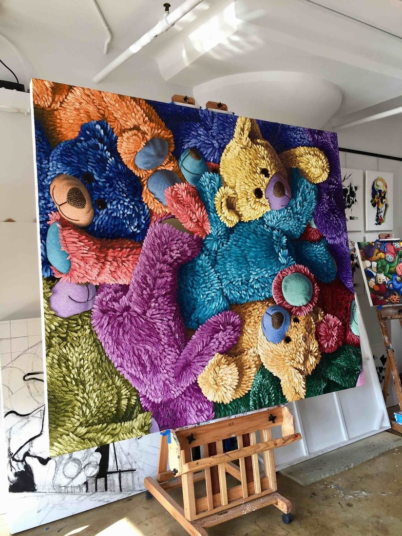 09-Multi-Colored-Teddy-Bears-Brent-Estabrook-Realistic-Paintings-of-Stuffed-Animals-www-designstack-co