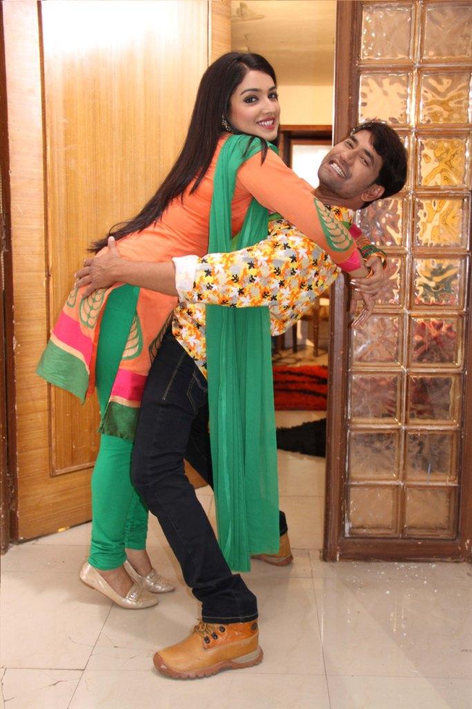 Saree Wali Girl Wallpaper Bhojpuri Actor Dinesh Lal Yadav Nirhaua And Amarpali Dubey