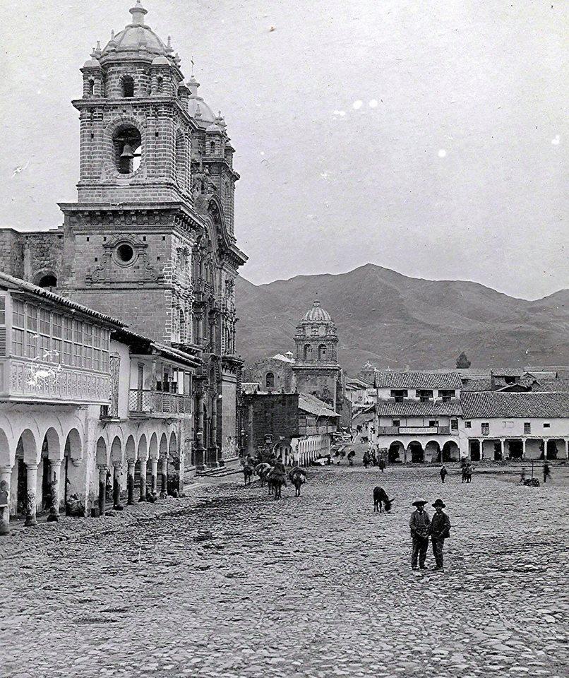 Foto antigua de la Iglesia de la Compañia de Jesús en la Plaza de Cusco