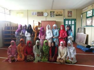 Lomba fashion show hari kartini madrasah ibtidaiyah