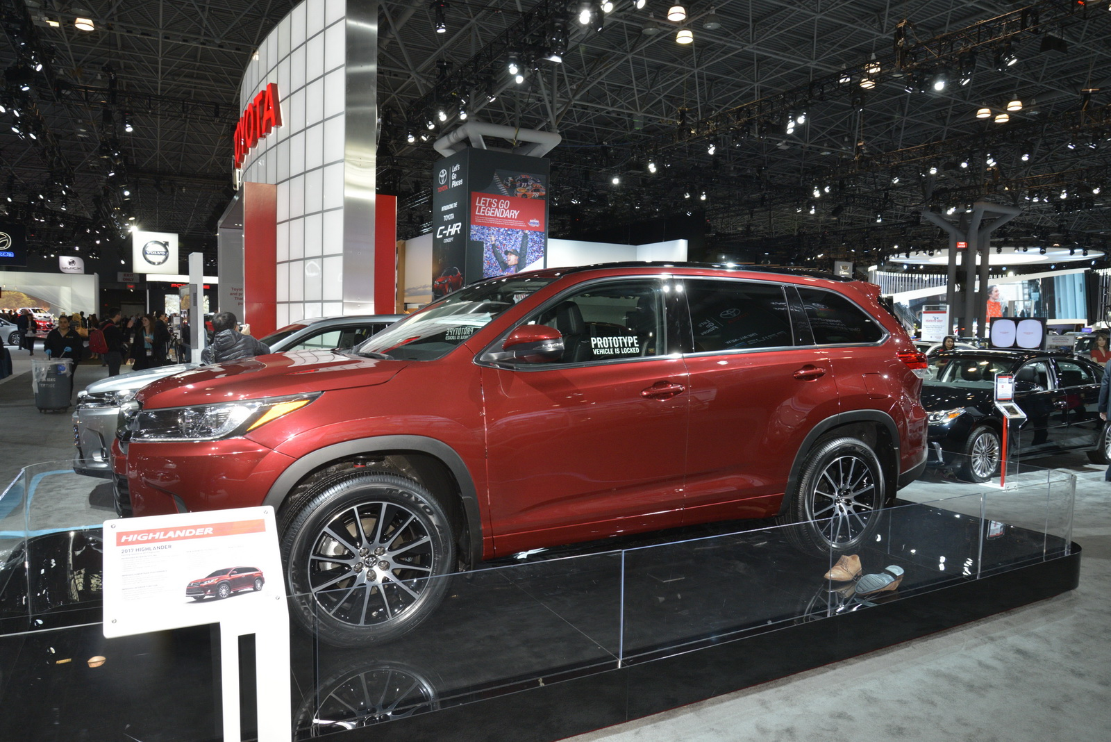 Toyota Slaps A New Face On 2017 Highlander Gives It More