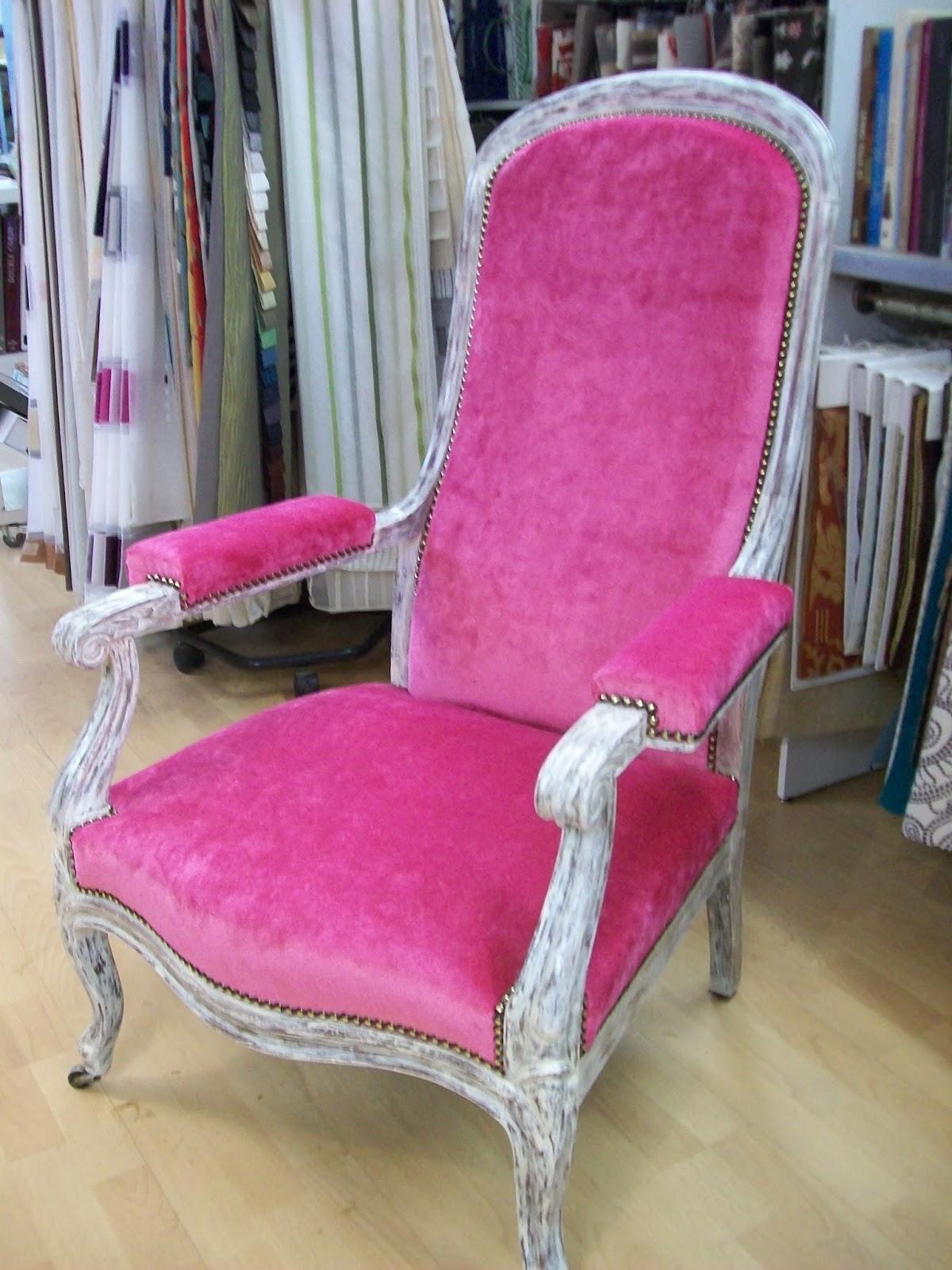 l 39 fauteuil voltaire velours chan e. Black Bedroom Furniture Sets. Home Design Ideas