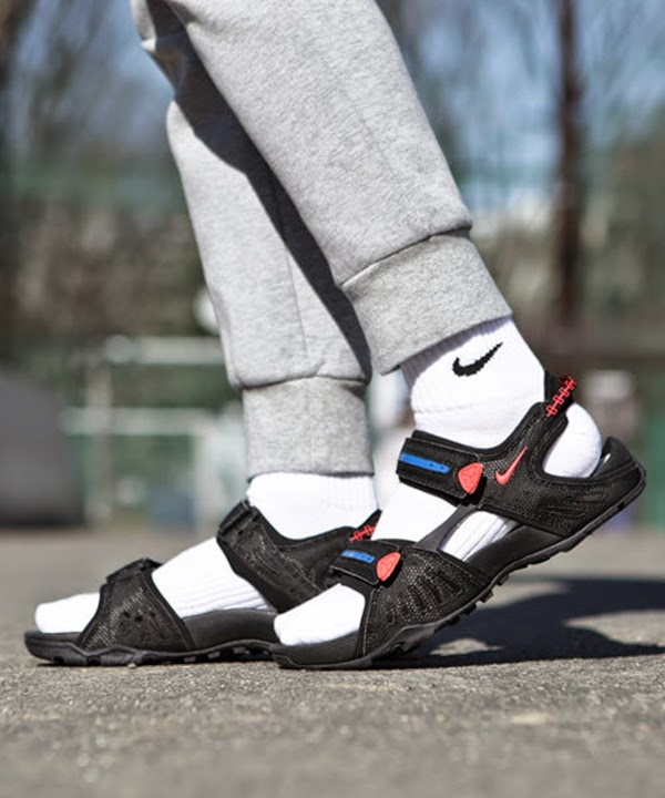 0a053021c26 WEAR DIFFERENT: NIKE SANTIAM 4 ACG