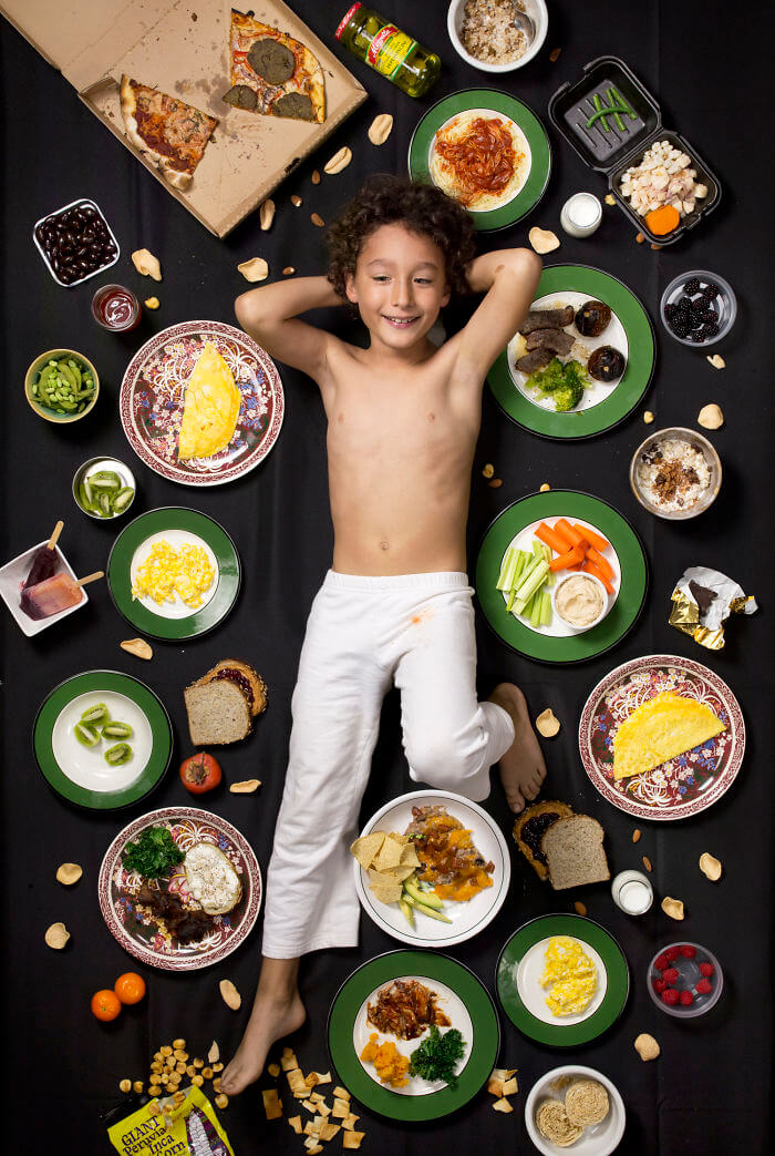 25 Children From Across The World Photographed With What They Eat Weekly
