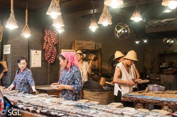 Puesto de comida en el barrio musulman de Xian, ruta de la seda