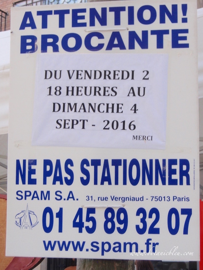 paris-street-sign-brocante-no-parking