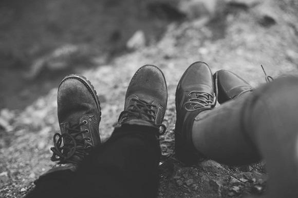 Thương đôi khi chỉ cần nghĩ về nhau là đủ.