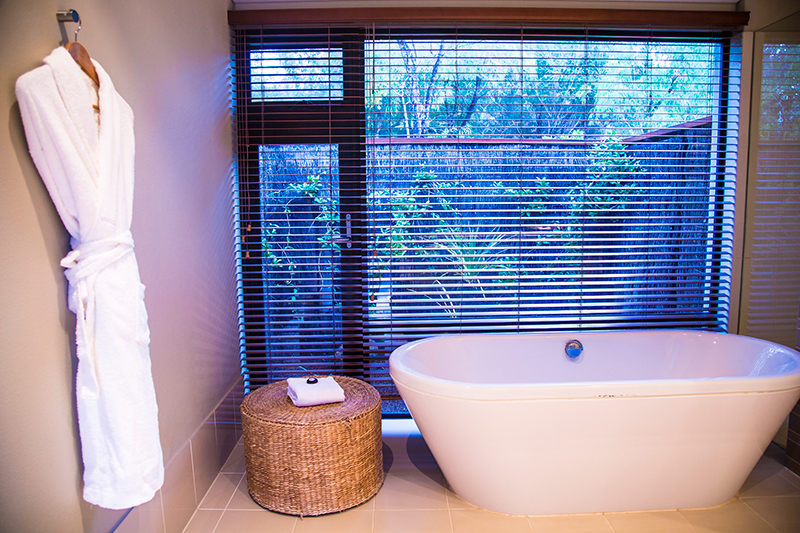 CrystalPhuong- Singapore Travel Blog- Pullman Bunker Bay resort bathroom, Perth
