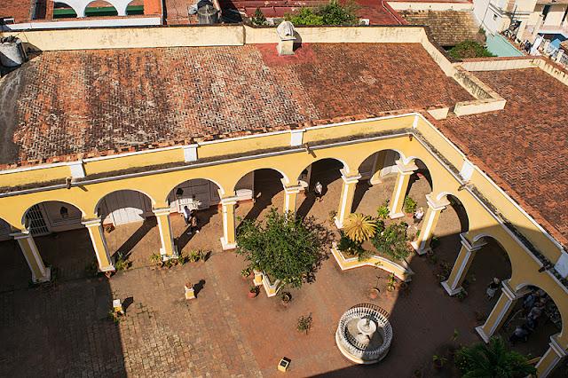 Vue aérienne du musée historique municipal à Trinidad (Cuba)