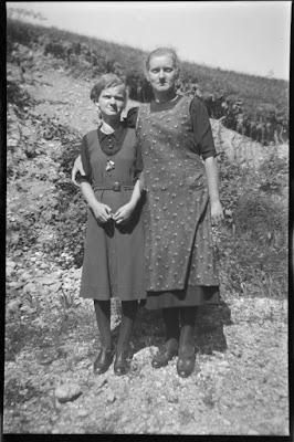 Foto von zwei jungen Frauen - 1930-1950