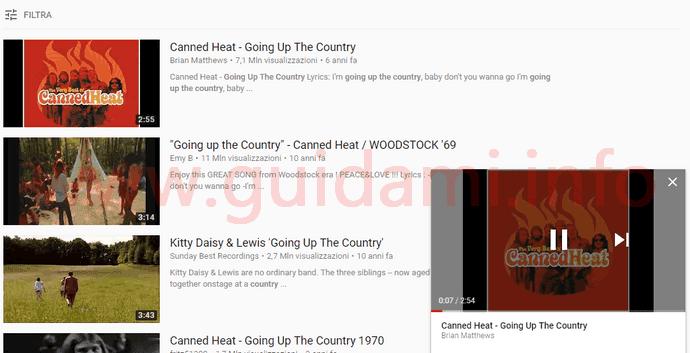 Pagina risultati ricerca YouTube con Mini player in riproduzione in basso a destra