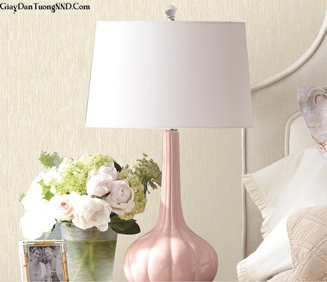 Giấy dán tường phòng ngủ có gam màu dịu nhẹ hài hòa