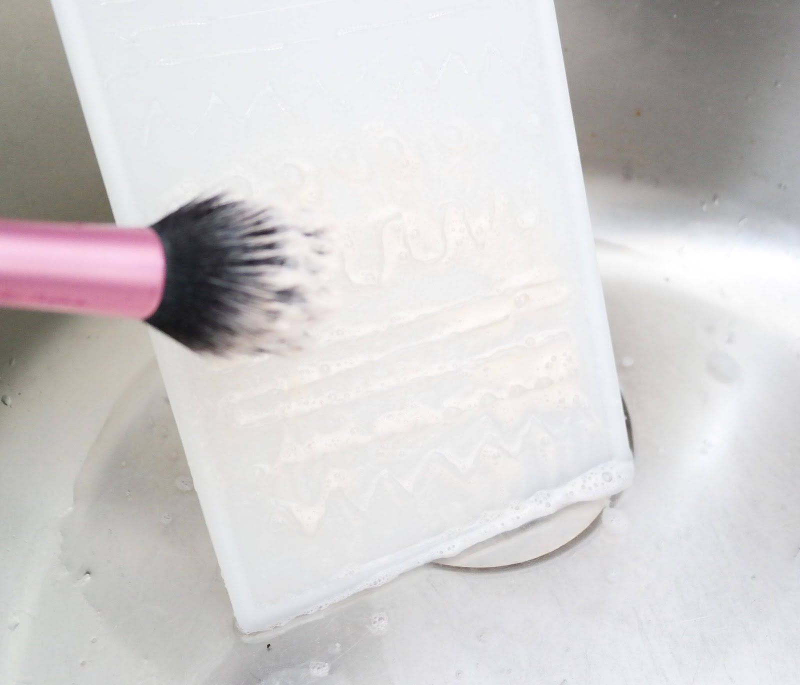 diy-nettoyage-pinceaux-brush-cleaner