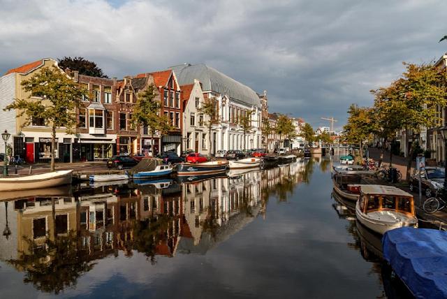 Viagem de trem de Amsterdã à Leiden
