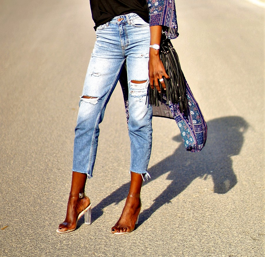 jeans-taille-haute-sandales-perspex-sac-franges