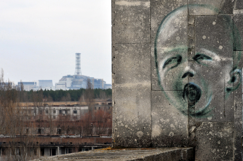 Why is Hiroshima a safe place to live while Chernobyl still isn't?