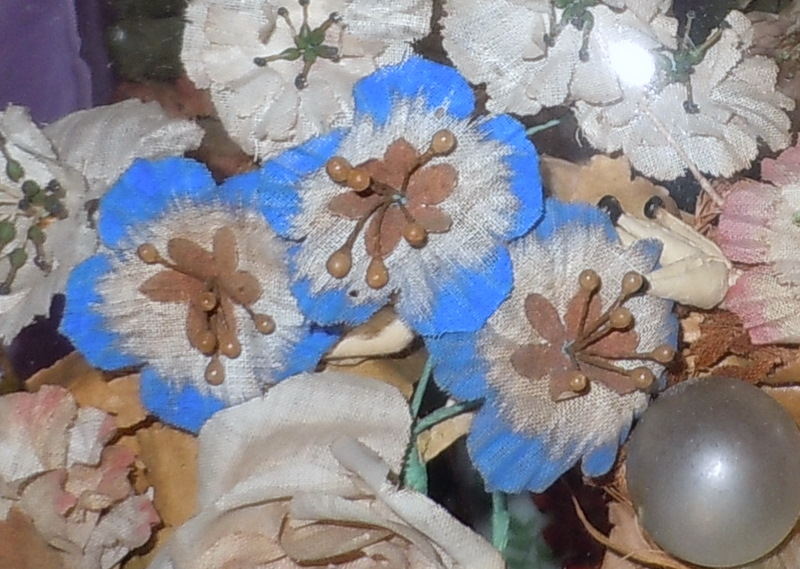 The Flowers Under Domes Were Of Several Forms Often Silk That Hat Makers Used Subject Las Hats And Dresses Decorated
