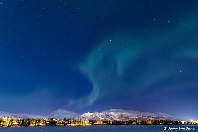 Aurora Boreal sobre el lago Prestvannet - Tromsø, Noruega por El Guisante Verde Project