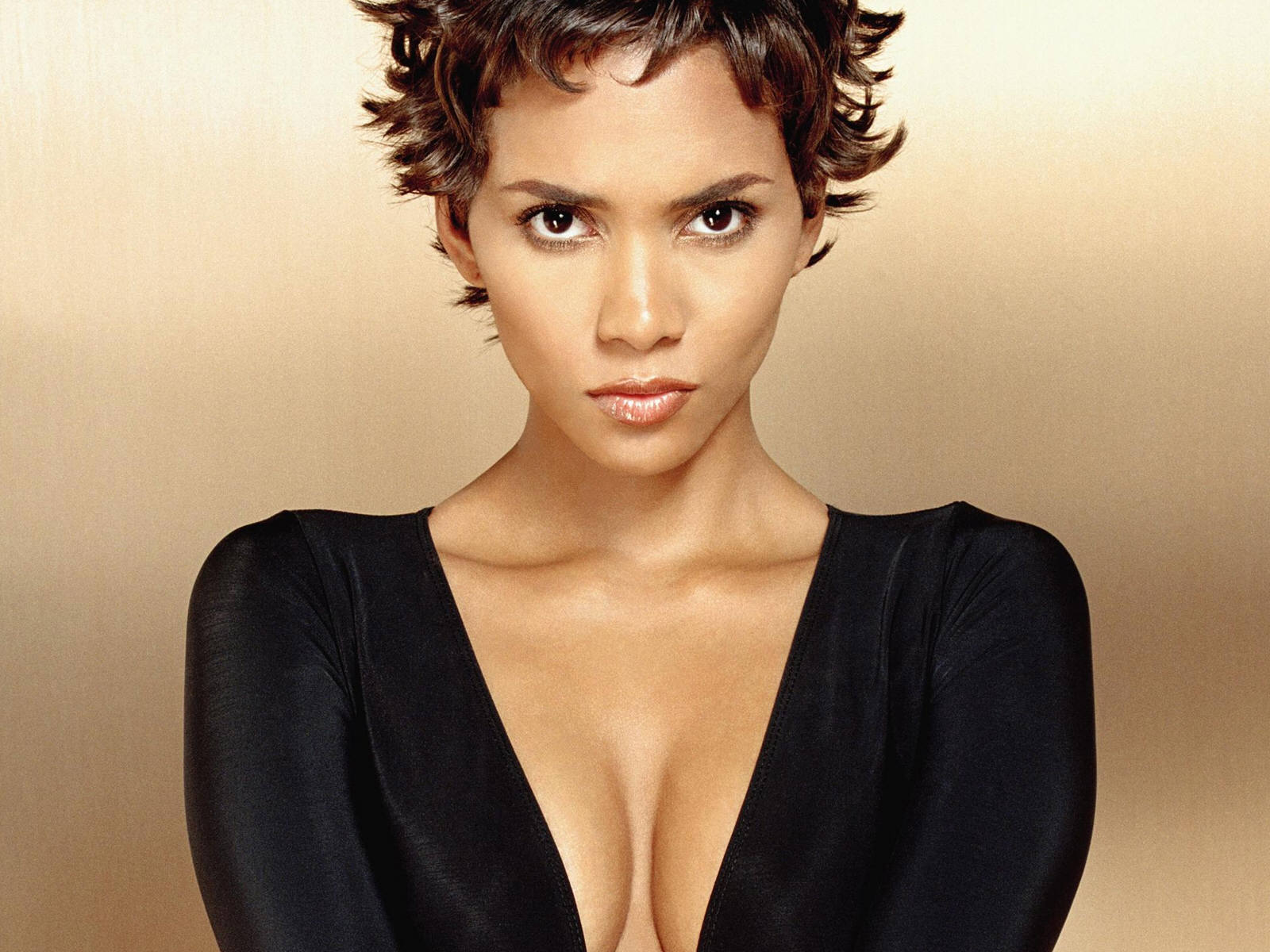 Halle Berry Cleavage Nude Photos 36