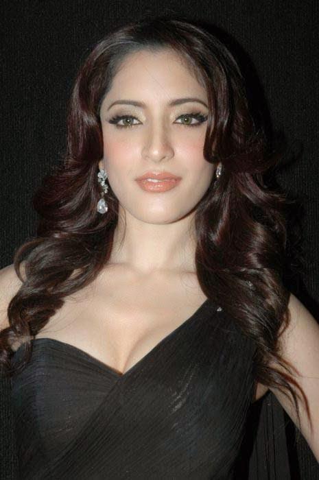 Meenakshi Pictures, Actress Meenakshi Hot Photo Gallery in Black Dress