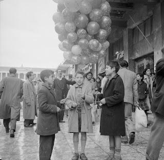 Κάλαντα. Αθήνα, 1950-60. Φωτ. Κώστας Μεγαλοκονόμου