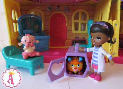 Клиника доктора Плюшева, набор Doc McStuffins Deluxe Clinic Pet House