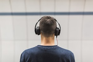 Menghibur Diri Sendiri dengan Musik