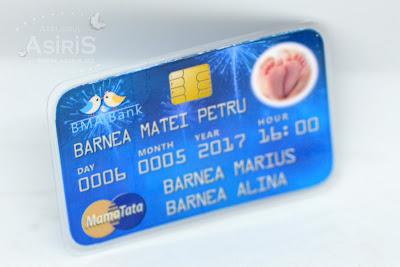 Invitatie Botez Card bancar cu poza picioruse