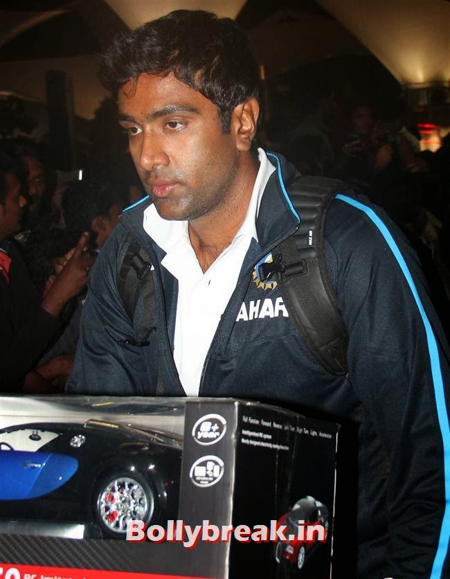 Ravichandran Ashwin, Indian Cricket Team Return from South Africa at Mumbai Airport