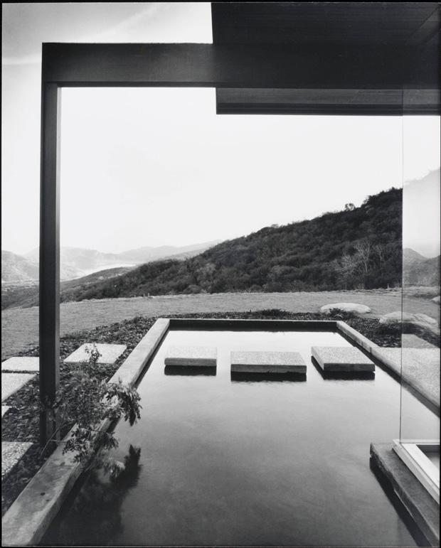 Modern Homes Los Angeles California: Richard Neutra's SINGLETON HOUSE