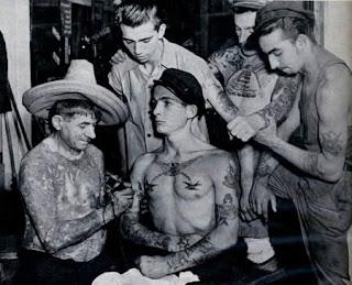 escena tatuando 2