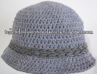436664b55abf7 tejido crochet y artesanías  Sombrero y poncho.