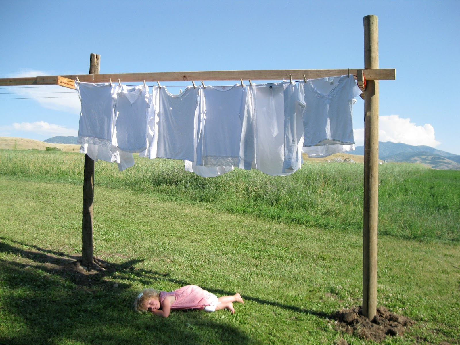 How High Should You Hang Pictures A Little Peace In Paradise The Simple Joy Of A Clothesline