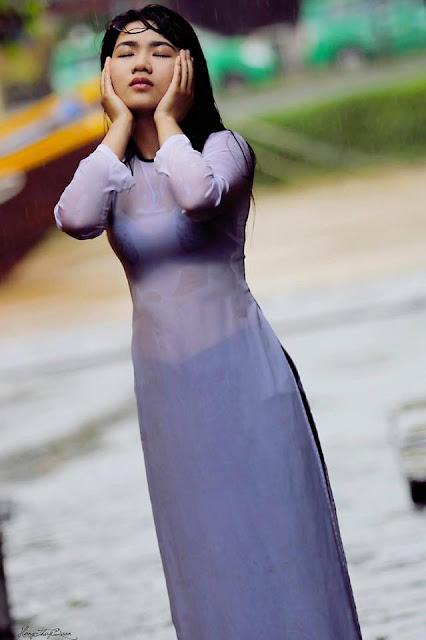 Nữ sinh với áo dài mỏng nhìn rõ đồ lót 8