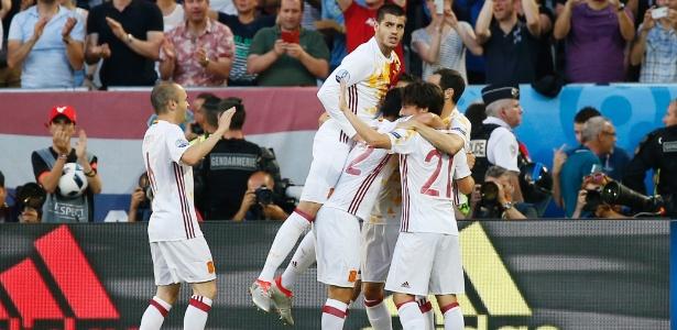 Em jogo movimentado até o final, Croácia surpreende Espanha e passa como primeira do Grupo D