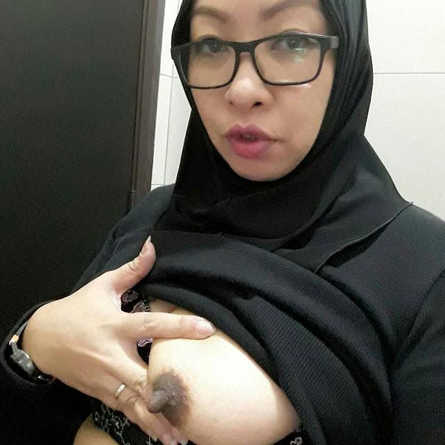jilbab berkacamata bugil 04