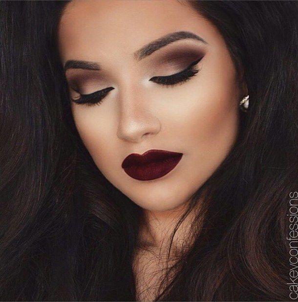 Quem não gosta daquela maquiagem linda, fácil e rápida para qualquer ocasião, não é mesmo?Pensando nisso, separei 5 opções de makes super fáceis e que são incríveis para você arrasar aonde quiser.
