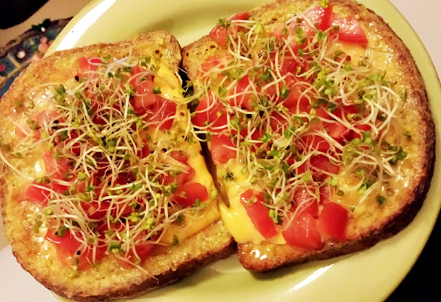 French toast with cheddar, tomatoes and broccoli sprouts - how to minimize food waste