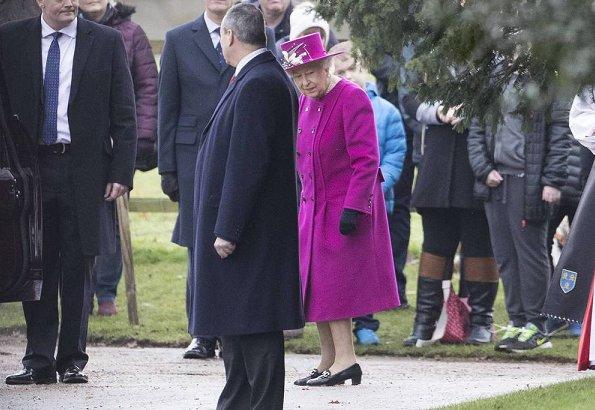 Lady Louise Windsor wore Hobbs Soraya coat. Countess Sophie of Wessex wore Prada Cocoon coat. Sussex and Cambridge families