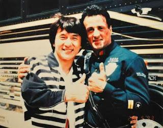 Jackie Chan visitando a su amigo Sylvester Stallone en el rodaje de Demolition Man
